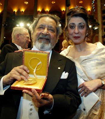 naipaul_wife_prize_photo.jpg