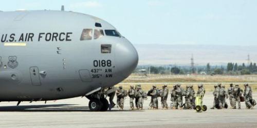 avion-militaire-am-ricain-sur-base-a-rienne-Manas-au-Kirghizstan_0.jpg