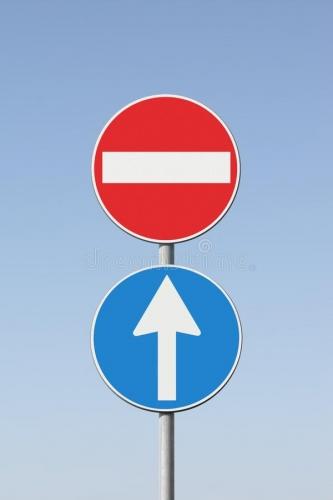 concept-de-contradiction-avec-les-panneaux-routiers-image-du-166321214.jpg
