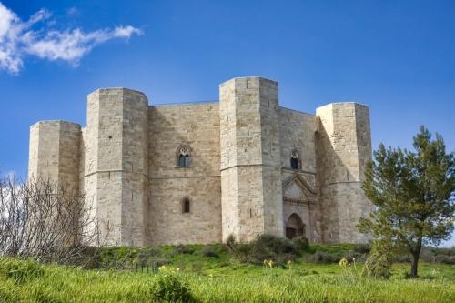 Castel-Del-Monte-in-Puglia.jpg