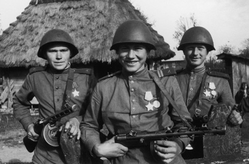 Soviet-troops-02.jpg