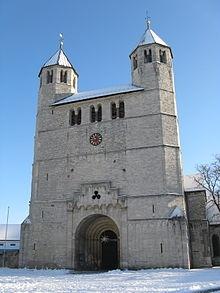Bad_Gandersheim_-_Stiftskirche_-_Westwerk.JPG
