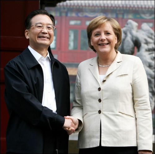 060522091930_313ezqs30_le-premier-ministre-chinois-wen-jiabao-et-la-chancb.jpg