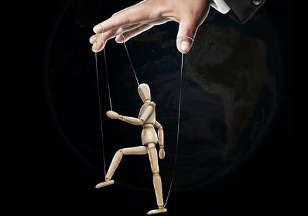 manipullieren-marionette-holzpuppe.jpg