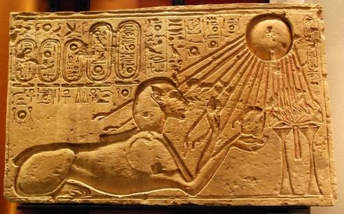 Akhenaten_as_a_Sphinx_(Kestner_Museum).jpg