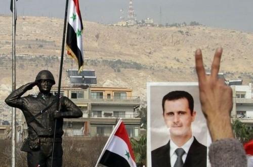 846088_un-portrait-du-president-syrien-bachar-el-assad-pres-de-la-statue-du-soldat-syrien-lors-d-un-rassemblement-de-partisans-du-regime-le-21-decembre-2011-a-damas.jpg