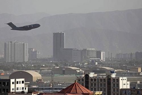 un-avion-militaire-americain-au-depart-de-kaboul-photo-afp-1630085336.jpg