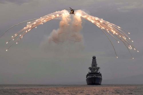 HMS-Defender-a-franchi-la-frontiere-maritime-de-la-Russie-en-mer-Noire-2.jpg