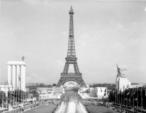 La_Tour_Eiffel_en_1937_contrast.png