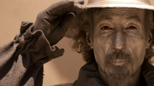 un-artiste-de-rue-en-costume-de-don-quichotte-le-17-juin-2013-a-malaga-en-espagne_4827840.jpg