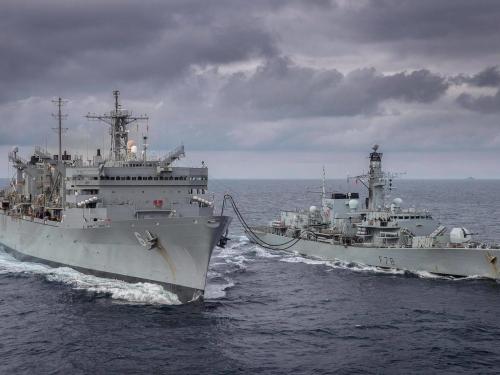 -hms-kent-und-usns-supply-die-zwei-schiffe-der-us-navy-kreuzten-in-der-barentssee-.jpg