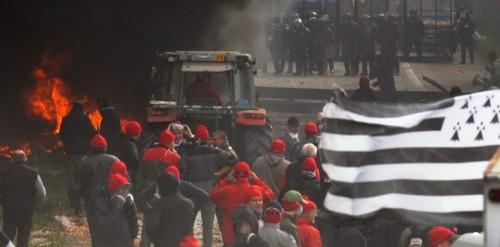 6577790-bretagne-le-bonnet-rouge-symbole-de-revolte-depuis-3-siecles.jpg