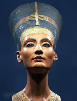 Nefertiti2-Re_158267t.jpg