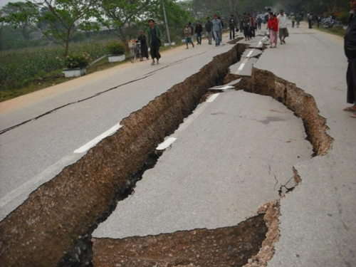 earthquake-damaged-road-is-seen-in-tarlay.jpg