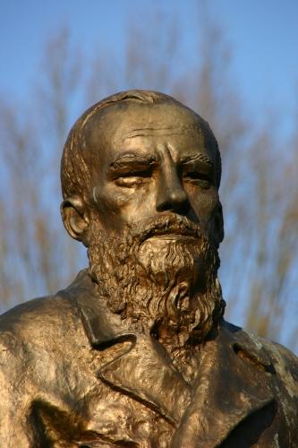 Baden-Baden-Dostojewski-Statue-04-gje.jpg