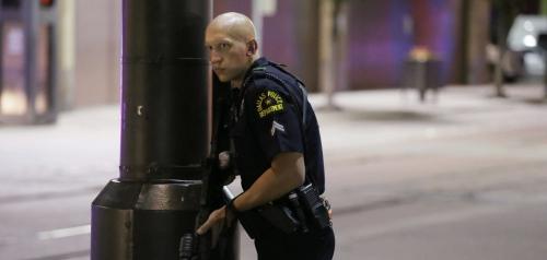 Fusillade-a-Dallas-cinq-policiers-tues-par-des-snipers_exact1900x908_l.jpg