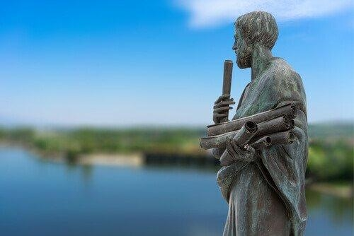 arystoteles-pomnik.jpg