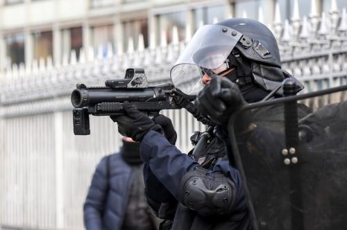 7796945820_un-policier-francais-braque-un-lbd-40-le-9-fevrier-2019.jpg