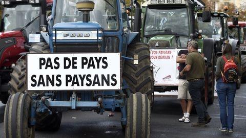 manifestation-d-agriculteurs-le-3-septembre-2015-a-paris_5496571.jpg