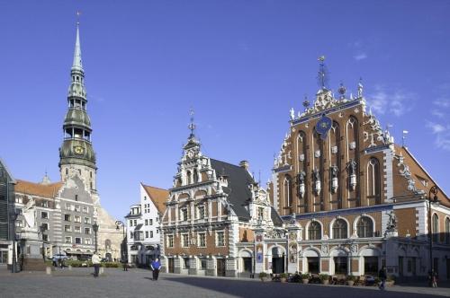 Riga-middelalder-med-Svarthodenes-hus-til-hoyre.jpg