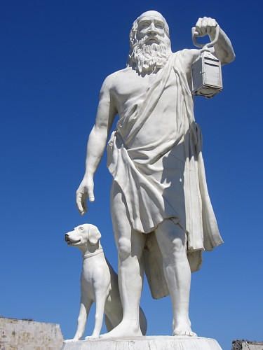 Diogenes_statue_in_Sinop-top.jpg