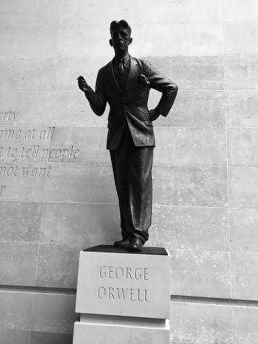 1200px-George_Orwell_statue_-_BBC_London_(38562767202).jpg