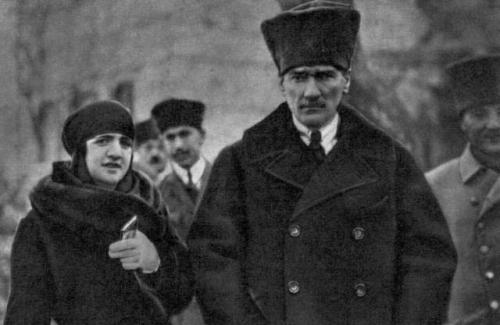 Ataturk-latife-2.jpg