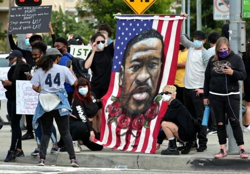 Black-Lives-Matter-les-habitants-du-monde-entier-s-unissent-contre-le-racisme.jpg