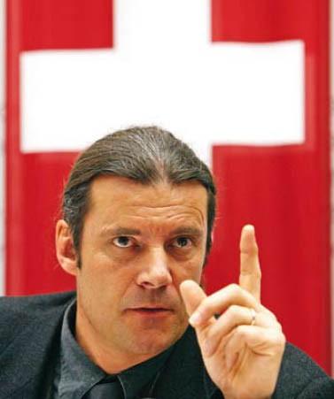 Oskar_Freysinger_drapeau_suisse.jpg