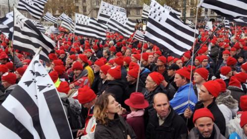 la-manifestation-des-bonnets-rouges-a-quimper-a-rassemble-entre-11024709ufkuh_1713.jpg
