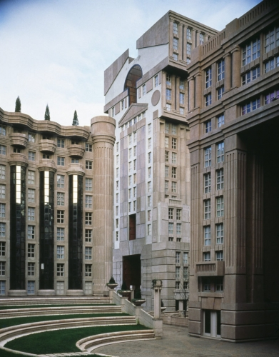 Les_Espaces_Abraxas_Marne_la_Valle_Paris_France_Ricardo_Bofill_Taller_Arquitectura_06-1-800x1023.jpg