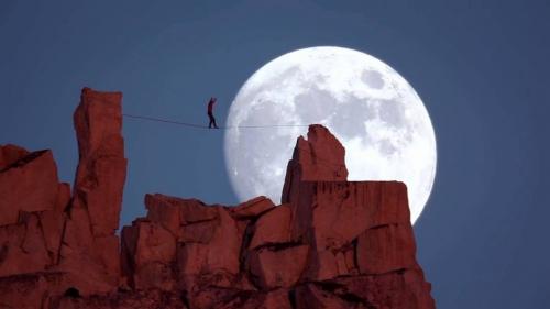 funambule-au-clair-de-lune.jpg