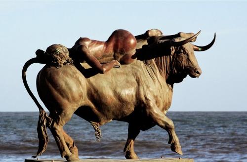 rapto de Europa escultura de Oscar Alvariño Punta del Este Uruguay.jpg