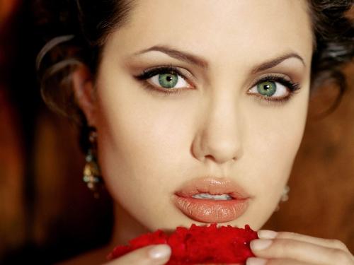 AngelinaJolie2.jpg