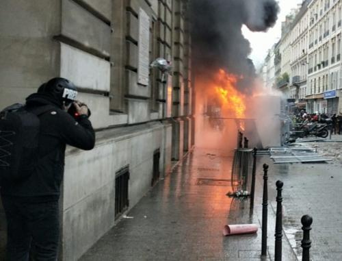 paris-manif-5-decembre-journalistes-reporter-blesses-visage-police-crs-brav-glanz-bouhafs-anadolu-854x651.jpg