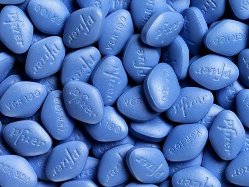 Le-Viagra-peut-il-endommager-les-yeux-Il-voit-rouge-apres-une-surdose-de-sildenafil.jpg