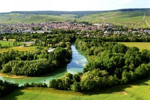 ay_entre_vallee_de_la_marne_et_coteaux_viticoles-bd5a9.jpg