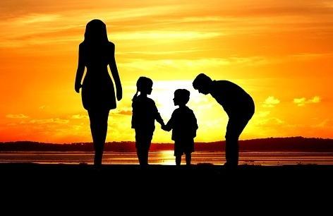 Familie_Sunset_4064928_640_PIXBAY.jpg