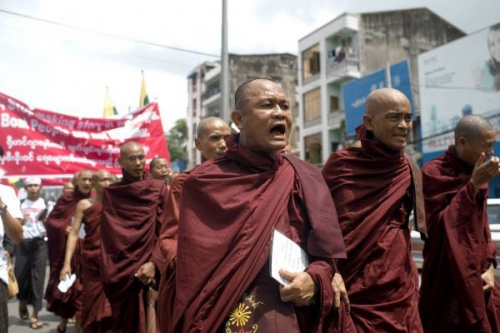 Buddhist-Monks-Against-Rohingya-1-600x400.jpg