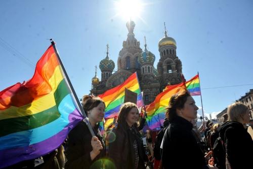 701873-plusieurs-militants-homosexuels-etrangers-rendent.jpg