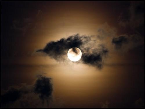 pleine-lune-nuages.jpg