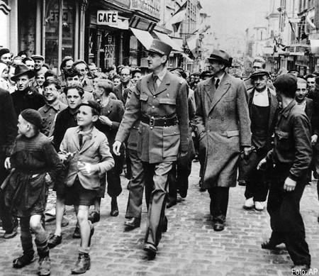 De Gaulle Bayeux 1944.jpg