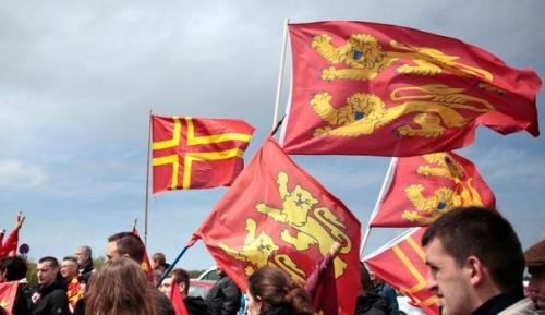 drapeaux-normands-sur-le-pont-de-normandie-10-mai-2014_4896143.jpg