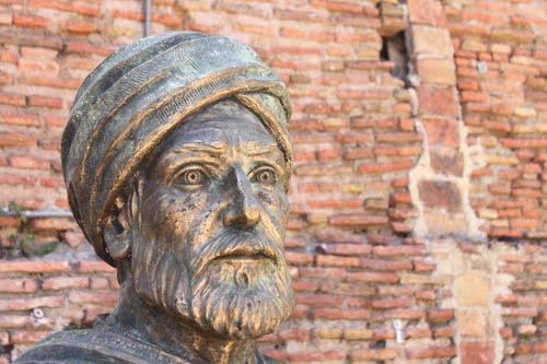 69088-bejaia-statue-de-ibn-khaldoun.jpg