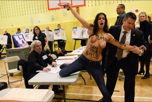 femen-manifestent-dans-le-bureau-de-vote-de-Donald-Trump.jpg