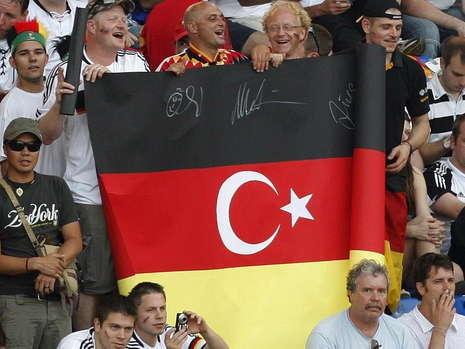 TKgerman flag-ozil fans (1).jpg
